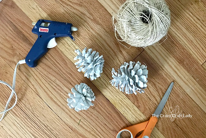 how to make a pine cone cluster - simple, neutral winter DIY decor