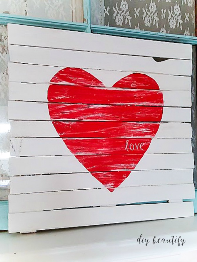 Mini Pallet Heart Sign - Make your own gorgeous Valentine's Day decor with these 19 DIY heart decorations. These awesome Valentine tutorials provide plenty of decor inspiration.