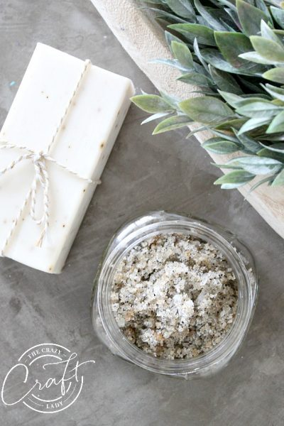 Make a homemade gift or pampering treat with this Herbal Tea Sugar Scrub Recipe. With four simple ingredients, you can make an indulgent sugar scrub with herbal tea. Keep for yourself, or give as a gift to mom, grandma, or a neighbor, using this FREE printable label.