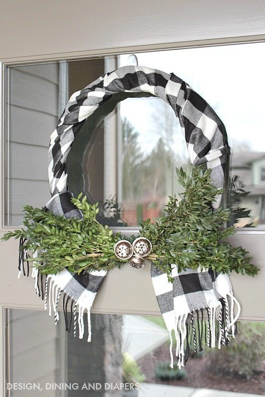 Plaid Scarf Decorating: Plaid Scarf Wreath