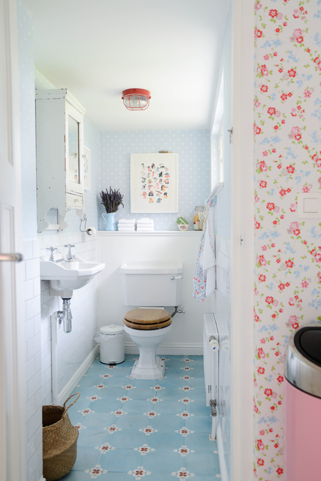Bathroom Wallpaper Ideas - a pastel blue bathroom
