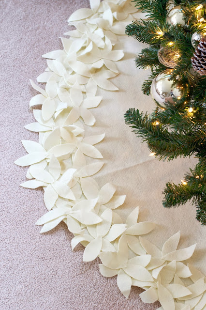DIY Christmas Tree Skirt Ideas: No-Sew White Flower Tree Skirt from Live Love DIY