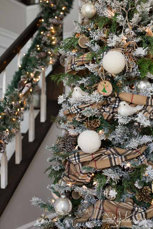 New and Unexpected Christmas Tree Garland Ideas - DIY Winter Scarf Garland