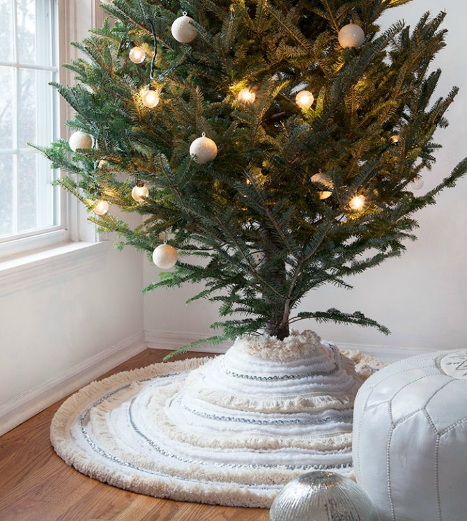 DIY Christmas Tree Skirt Ideas: Moroccan Wedding Blanket Tree Skirt from Design Sponge