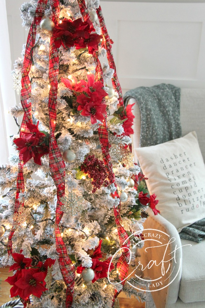 a 30 dollar walmart Christmas tree and dollar store ornaments