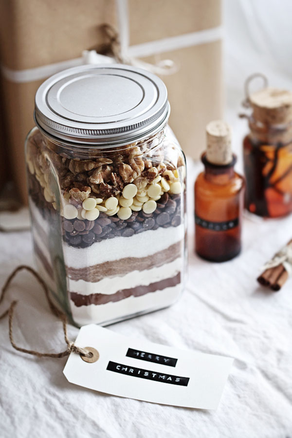 Brownie Mix in a Jar - Beautiful Mason Jar Christmas Gifts