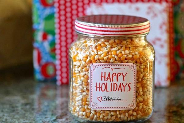 Popcorn Gift in a Jar - Beautiful Mason Jar Christmas Gifts
