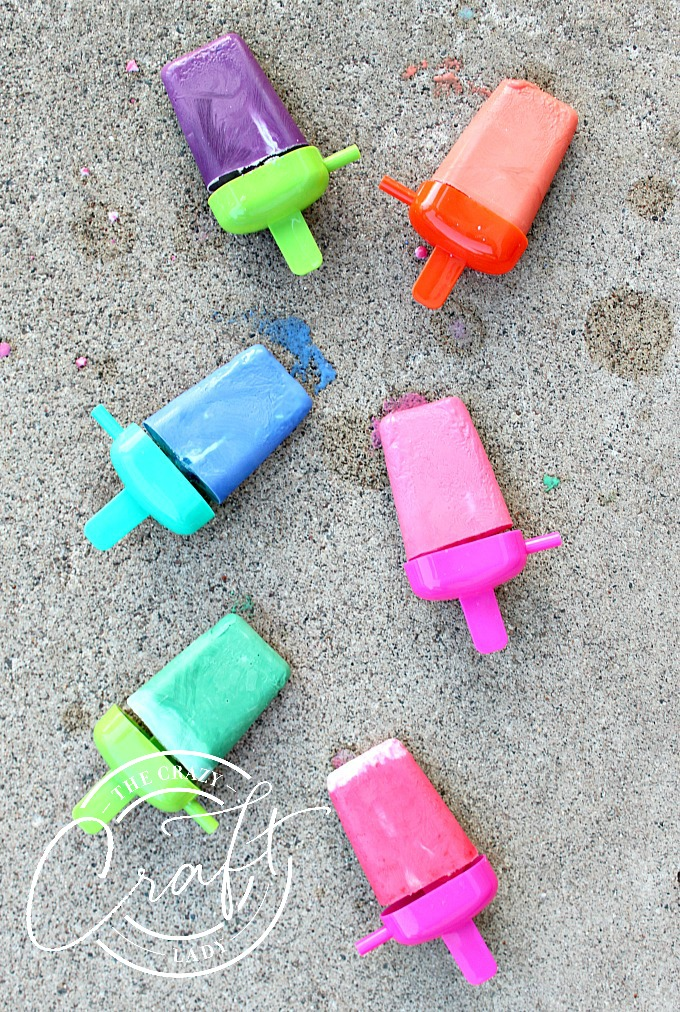 Follow this easy DIY tutorial to make frozen chalk popsicles, a fun sidewalk chalk activity for the kids on hot summer days.