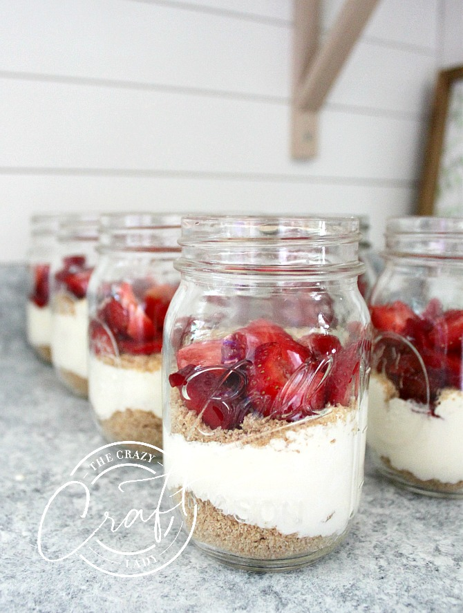 quick and easy mason jar strawberry pie