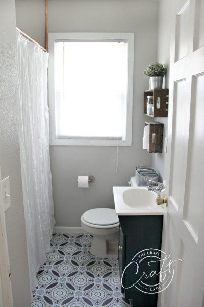 A small bathroom makeover on a tiny budget - Modern Farmhouse bathroom DIY