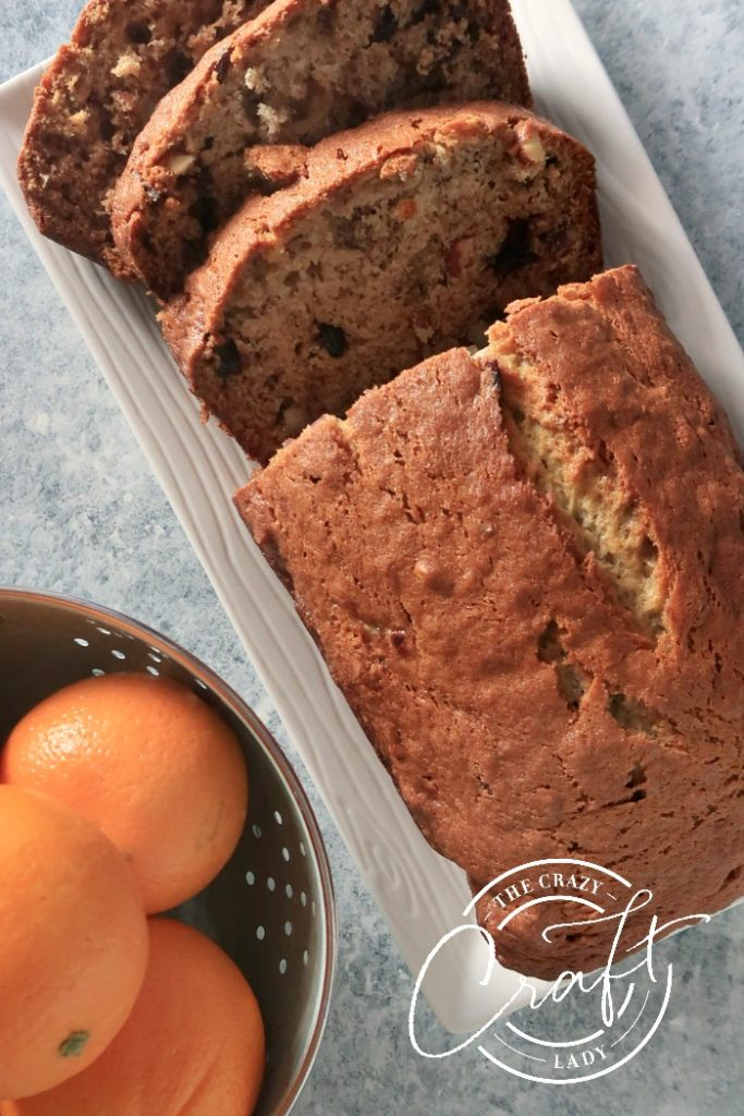 banan bread with dried cranberries and almonds