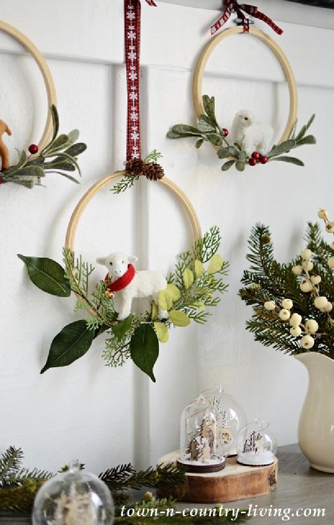 DIY Embroidery Hoop Christmas Wreaths