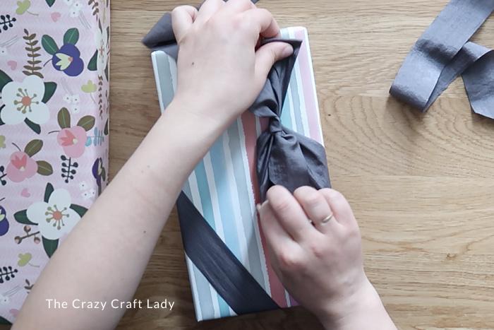 tie fabric ribbon around present