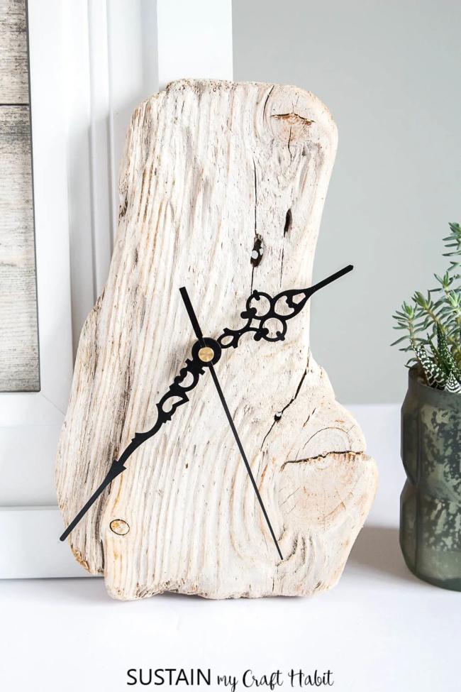 DIY Driftwood Clock