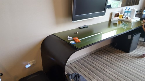 Rounded tables at Holiday Inn Express: Very baby friendly!