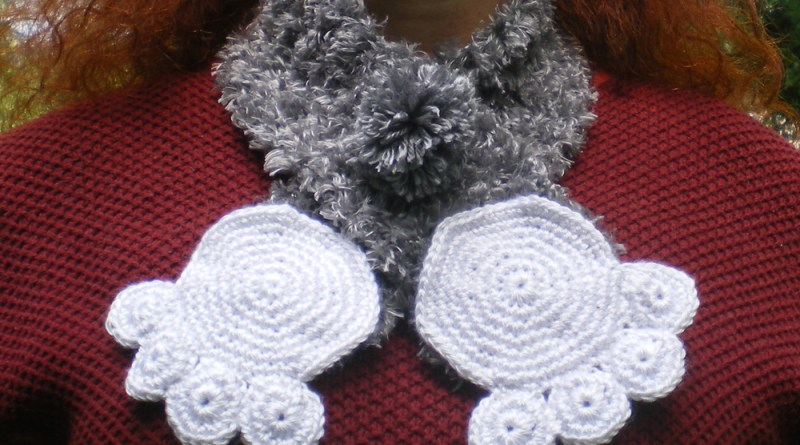 Namir's Kitty Hugs Pawprint Collar