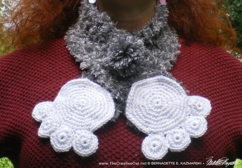 Namir's Kitty Hugs Pawprint Collar