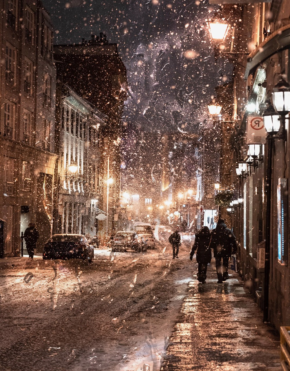 Bad-Winter-Weather-in-City-Street
