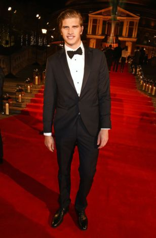 toby-huntington-whiteley-british-fashion-awards-2016