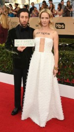 simon-helberg-and-jocelyn-towne-sag-awards-2017