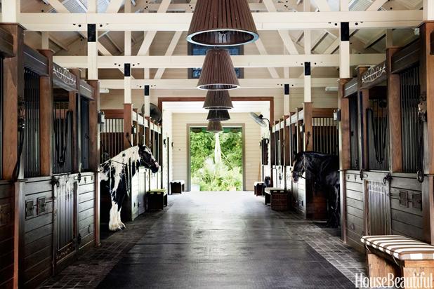 08-hbx-barn-corridor-0115-lgn