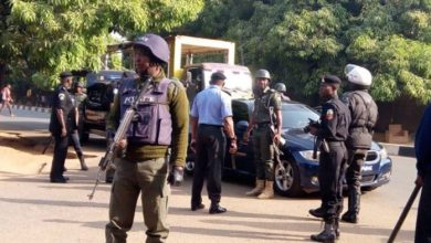 Policemen-responding-to-distress-call