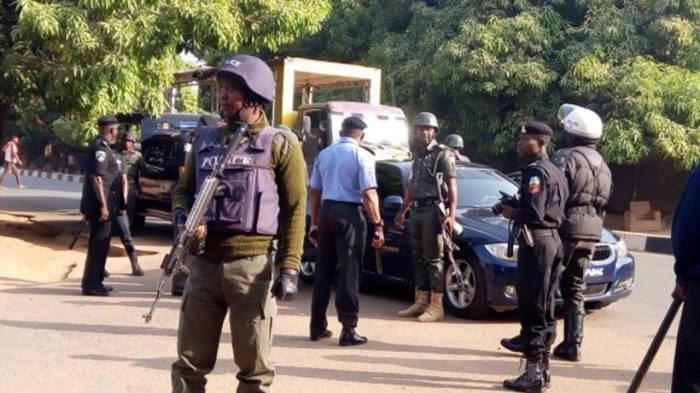 Policemen-responding-to-distress-call