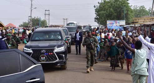 Jubilant crowd hailing el-Rufai and Sanusi (Photo credit-Channels Television)