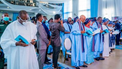 Gov. Kayode Fayemi, others, during Ex-Gov. Olumilua's burial