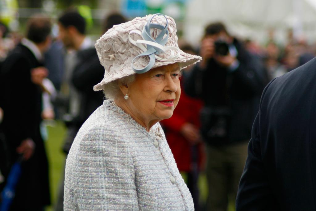 queen decides no gun salute