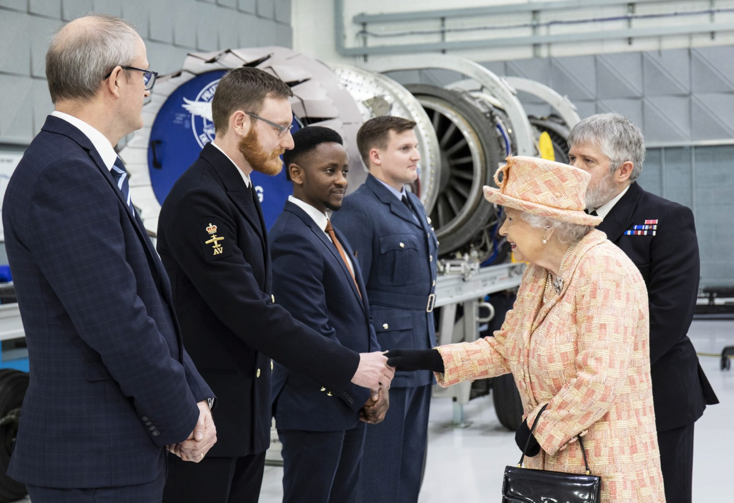 The Queen greeting members of personnel, both serving and civilian in the Integrated Training Centre (ITC) at RAF Marham. (MOD)