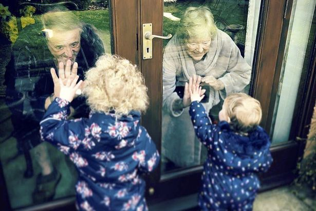 1_Florence-and-Edith-visiting-their-great-grandparents-in-Norfolk.jpg