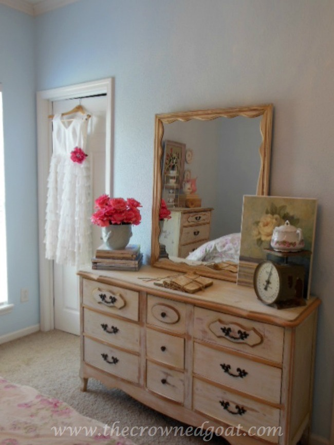 071515-4 Shabby Chic Inspired Bedroom Decorating