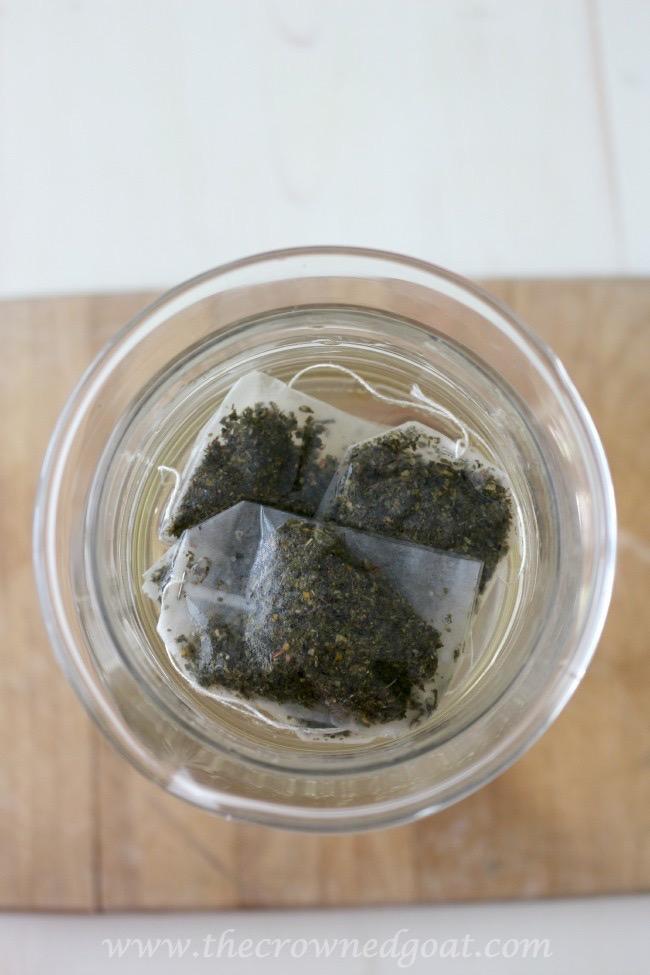 Sweet-Peppermint-Sun-Tea-Recipe-The-Crowned-Goat-071015-2 Sweet Peppermint Sun Tea Baking