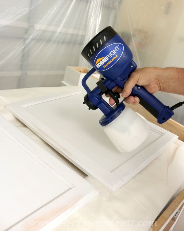 082515-17 Painting a Kitchen Island with the HomeRight Finish Max Sprayer DIY