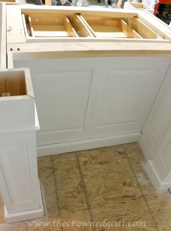 082515-23 Painting a Kitchen Island with the HomeRight Finish Max Sprayer DIY