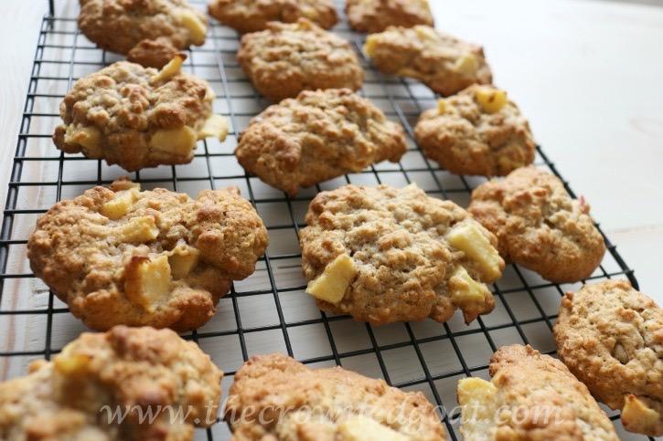 100915-8 Apple Oatmeal and Walnut Cookies Baking
