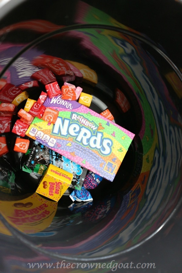 101315-8 How to Create a Glow in the Dark Halloween Candy Bucket Crafts Fall Uncategorized
