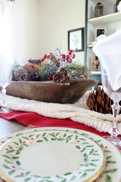How to Decorate for Christmas Using Vintage Items