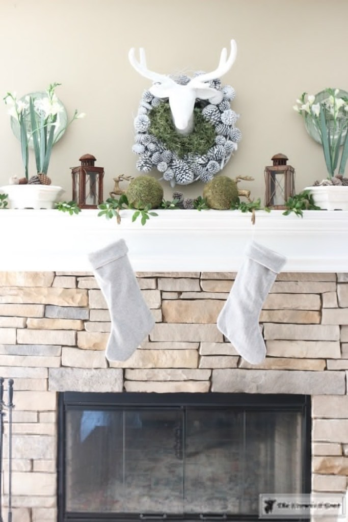 nature-inspired-christmas-mantel-9