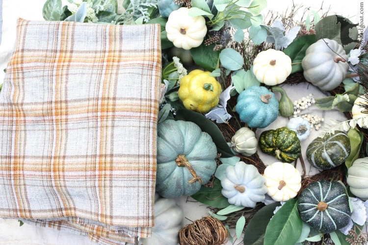 Ways-to-Ease-Into-Fall-The-Crowned-Goat-7 17 Ways to Ease into Fall Decorating Fall
