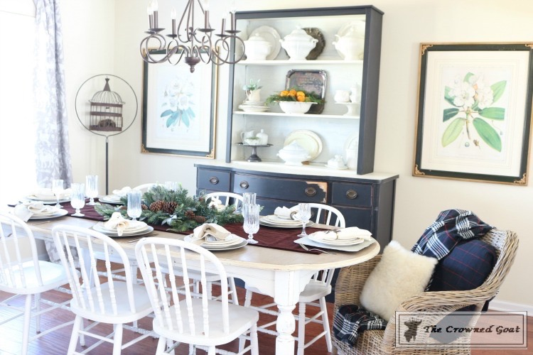 Christmas-Decorating-Tips-For-The-Dining-Room-The-Crowned-Goat-11 9 Christmas Decorating Tips for the Dining Room Uncategorized