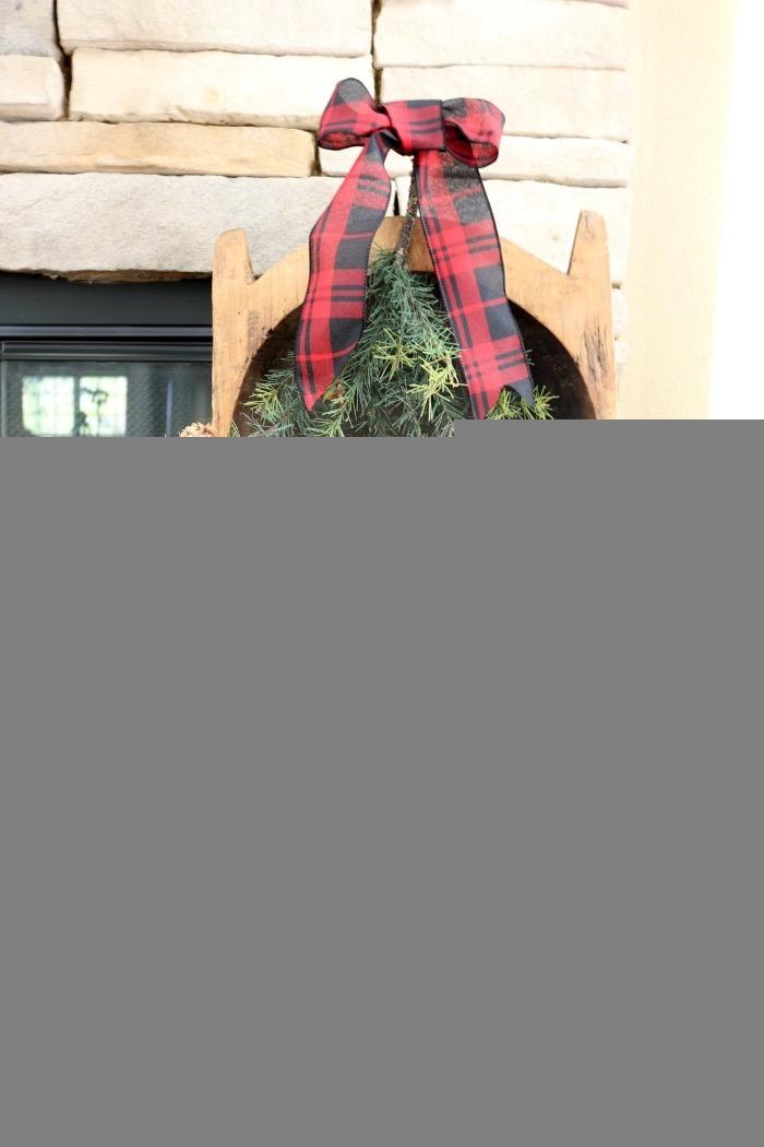 Christmas-Living-Room-Decorating-Inspiration-The-Crowned-Goat-6 Christmas Inspiration in the Living Room Christmas