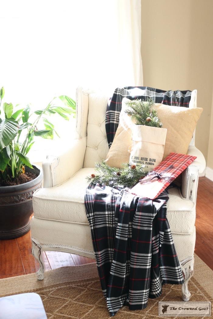 Christmas-Living-Room-Decorating-Inspiration-The-Crowned-Goat-9 Christmas Inspiration in the Living Room Christmas