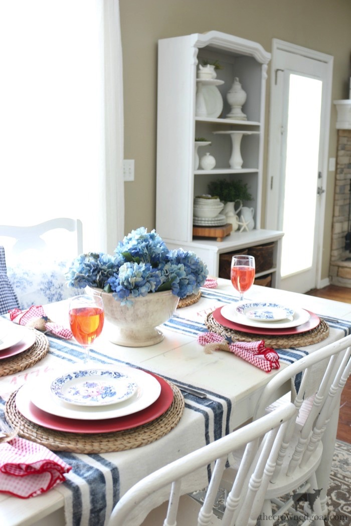 Tips-for-an-Easy-Patriotic-Tablescape-The-Crowned-Goat-14 Tips & Tricks for Patriotic Tablescapes Summer
