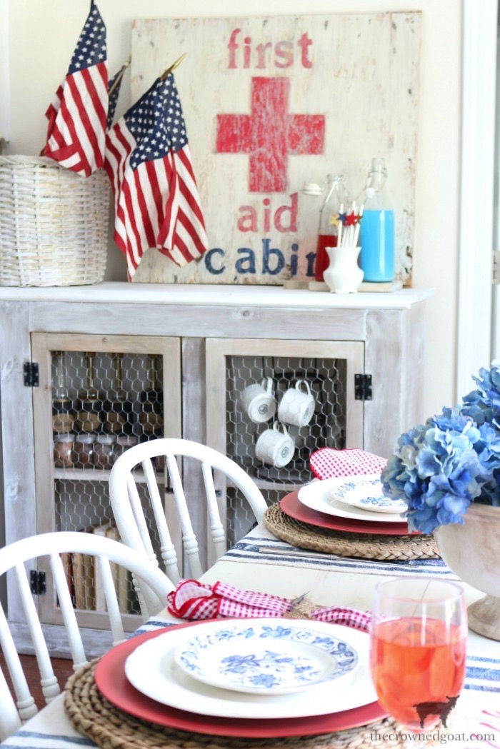 Tips-for-an-Easy-Patriotic-Tablescape-The-Crowned-Goat-15 Tips & Tricks for Patriotic Tablescapes Summer