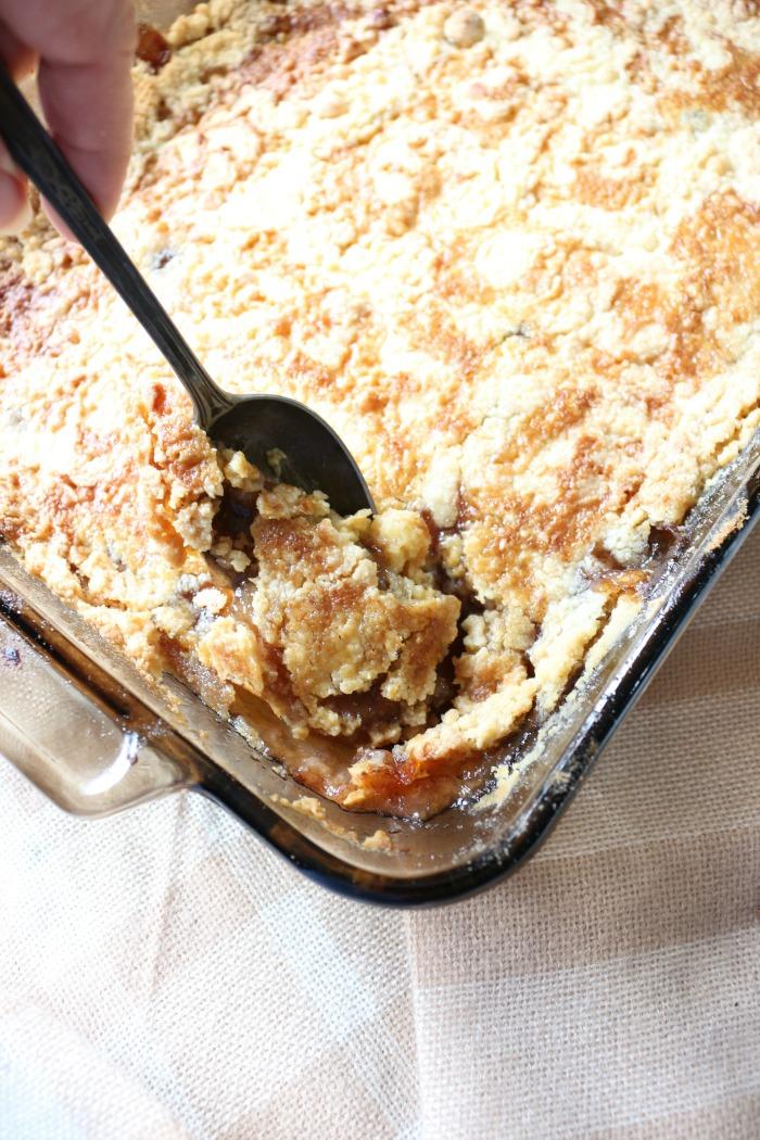 Easy-Salted-Caramel-Apple-Dump-Cake-The-Crowned-Goat-9 The Easiest Salted Caramel Apple Dump Cake Baking