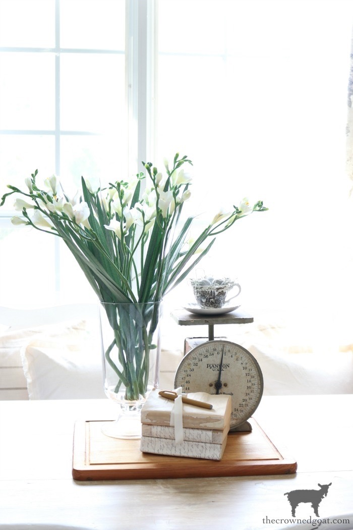 How-to-Create-Easy-Table-Vignettes-The-Crowned-Goat-4 Easy Tabletop Vignette Ideas Decorating DIY