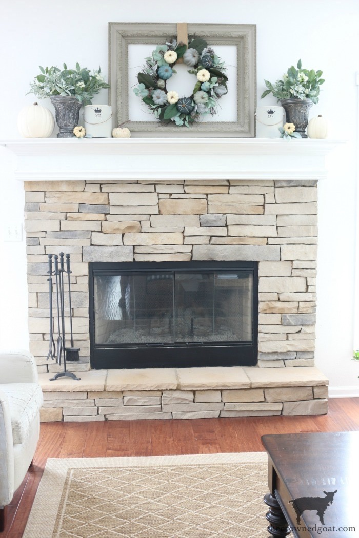 Fall-Inspired-Mantel-The-Crowned-Goat-6 Fall Inspired Living Room and Mantel Decorating DIY Fall