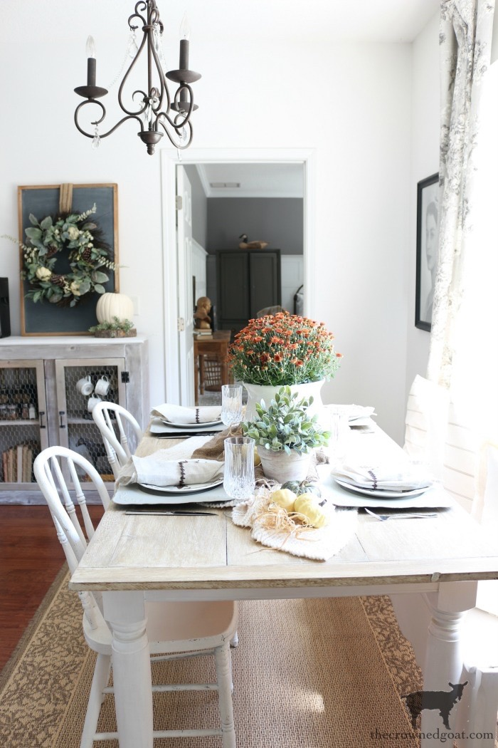 Festive-Fall-Tablescape-Tips-The-Crowned-Goat-2 5 Easy Tips for a Festive Fall Tablescape Decorating Fall